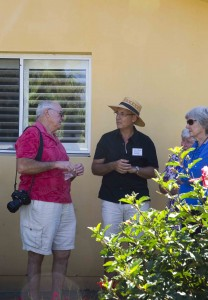 Peter Nixon talking with palm specialist & former Pres. Syd sub-Trop Garden Soc Fred Moody